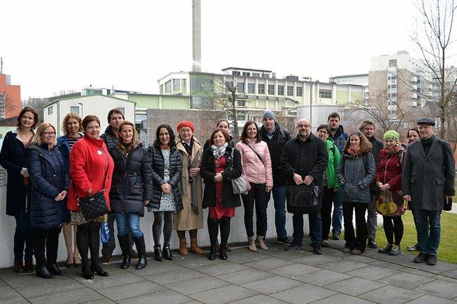 Die tschechische Delegation mit Christine Haselbacher (Departmentleiterin Soziales) und Barbara Zimmer (International Office der FH St. Pölten) beim Besuch an der FH St. Pölten.